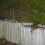 Und unser Tiermist wird in 1000Liter Fässern zu Wurmhumus kompostiert; ins Grundwasser sickert bei uns nichts!